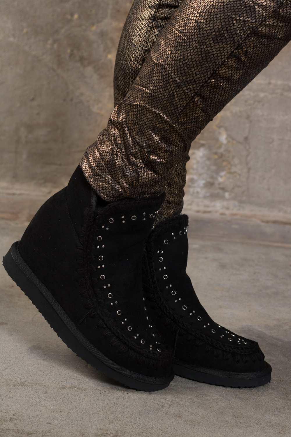99-382-boots-front