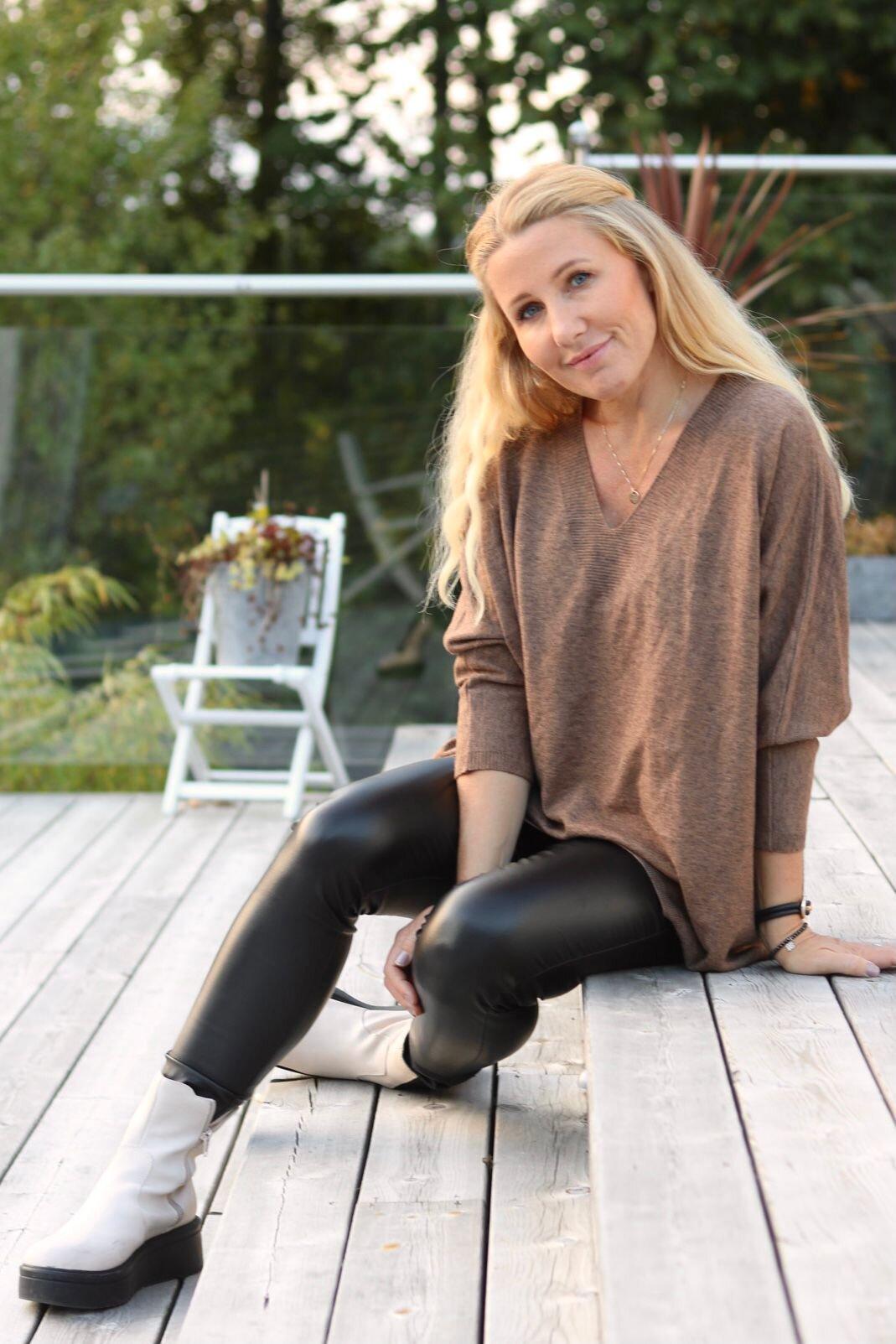 Alissa genser med V -hals - Strikket - Brun