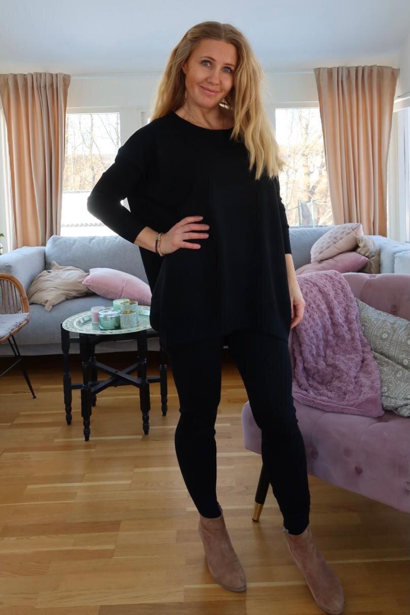 Brittany - Strikket sett - Genser og bukser - Svart