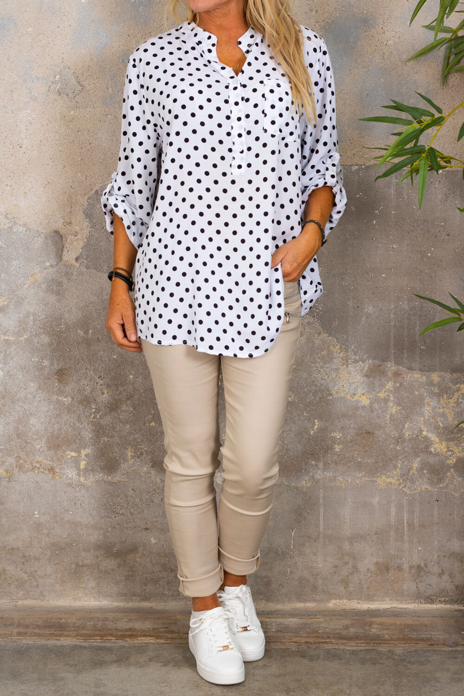 Cora-bluse - prikket - hvit