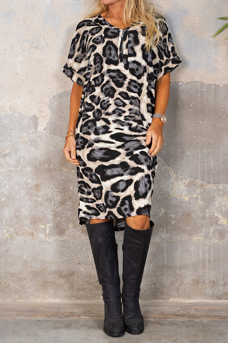 Deliah klanning - Leopardmonstrad - Gra fram