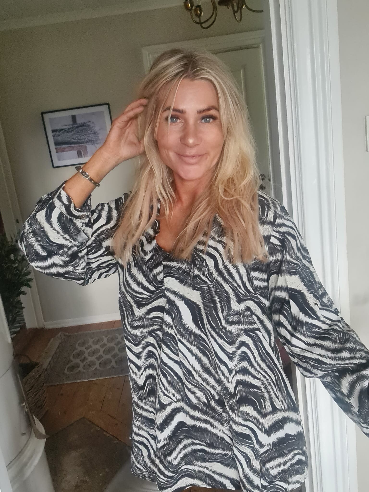 Helena bluse - Sebramønster - Svart/krem