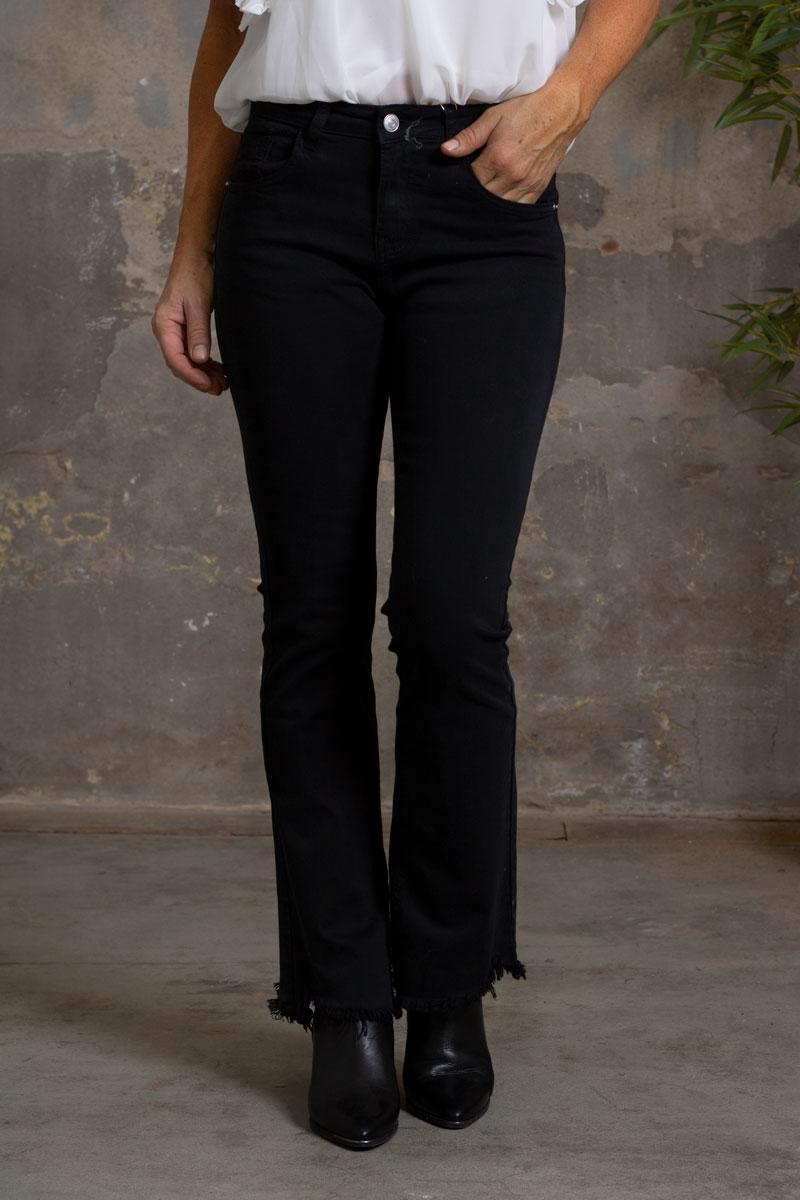 Jeans-FL2020---Utsvangda-ben-svart-fram