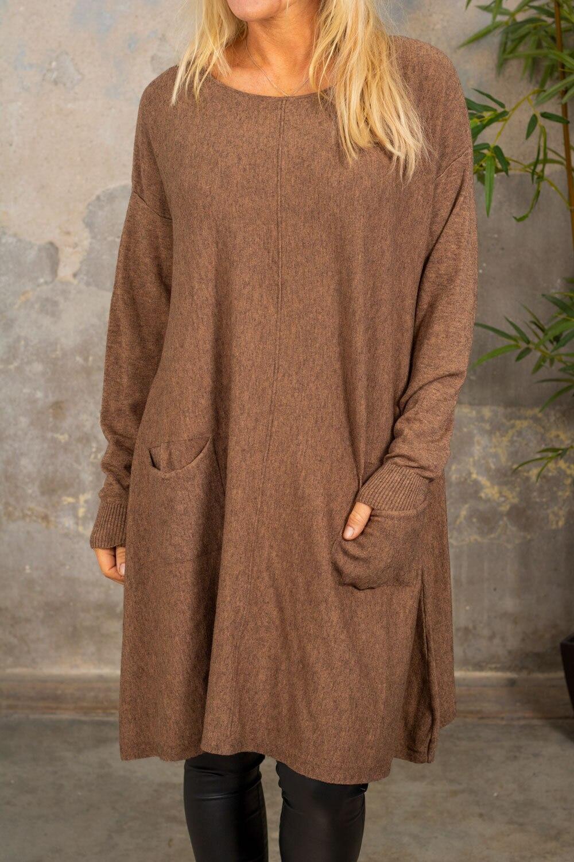 Klara Strikket kjole - Lommer - Brun