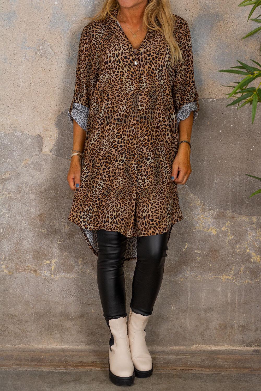 Kourtney lang skjorte - Leo -mønster - Brun