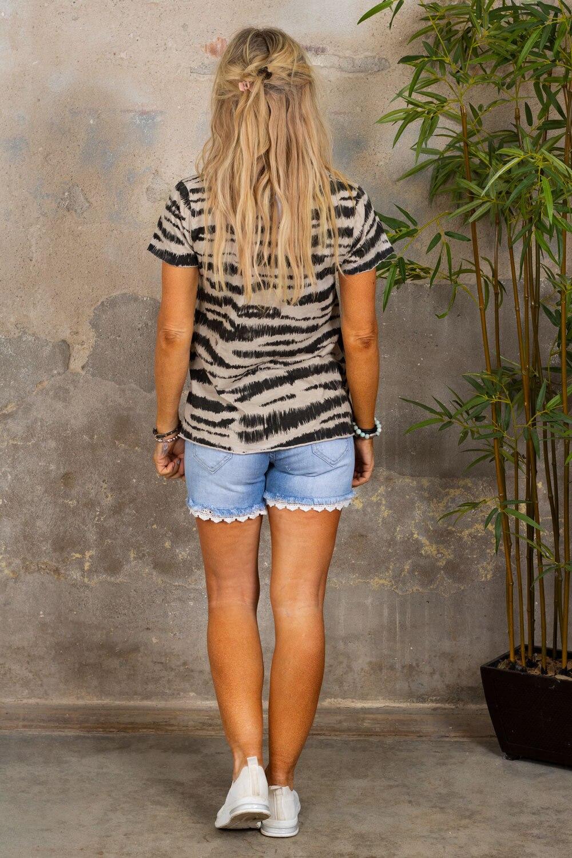 Marina - T-skjorte med V-hals - Sebra - Beige