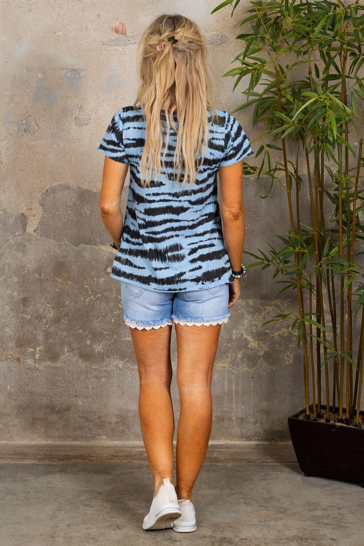 Marina - T-skjorte med V-hals - Sebra - Blå