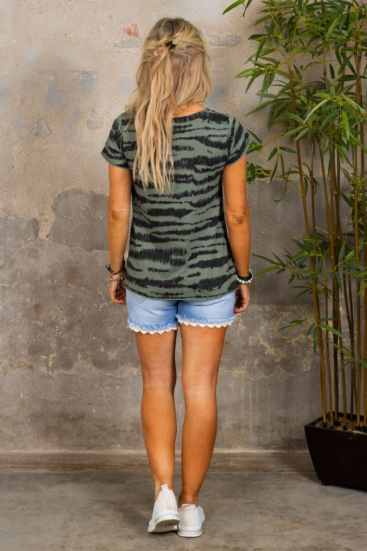 Marina - T-skjorte med V-hals - Sebra - Khaki