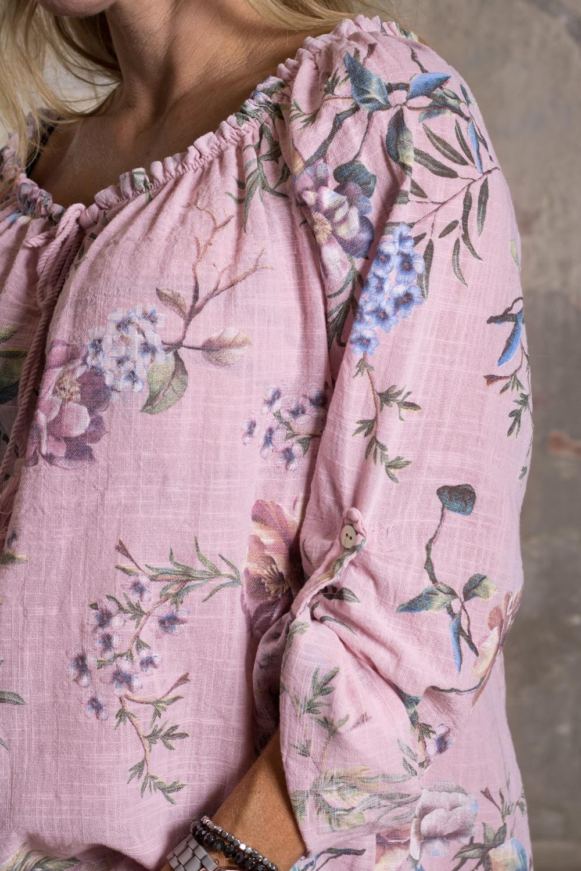 Mimi---Tunika-i-Linnetyg---Blommig---Rosa-detalj2