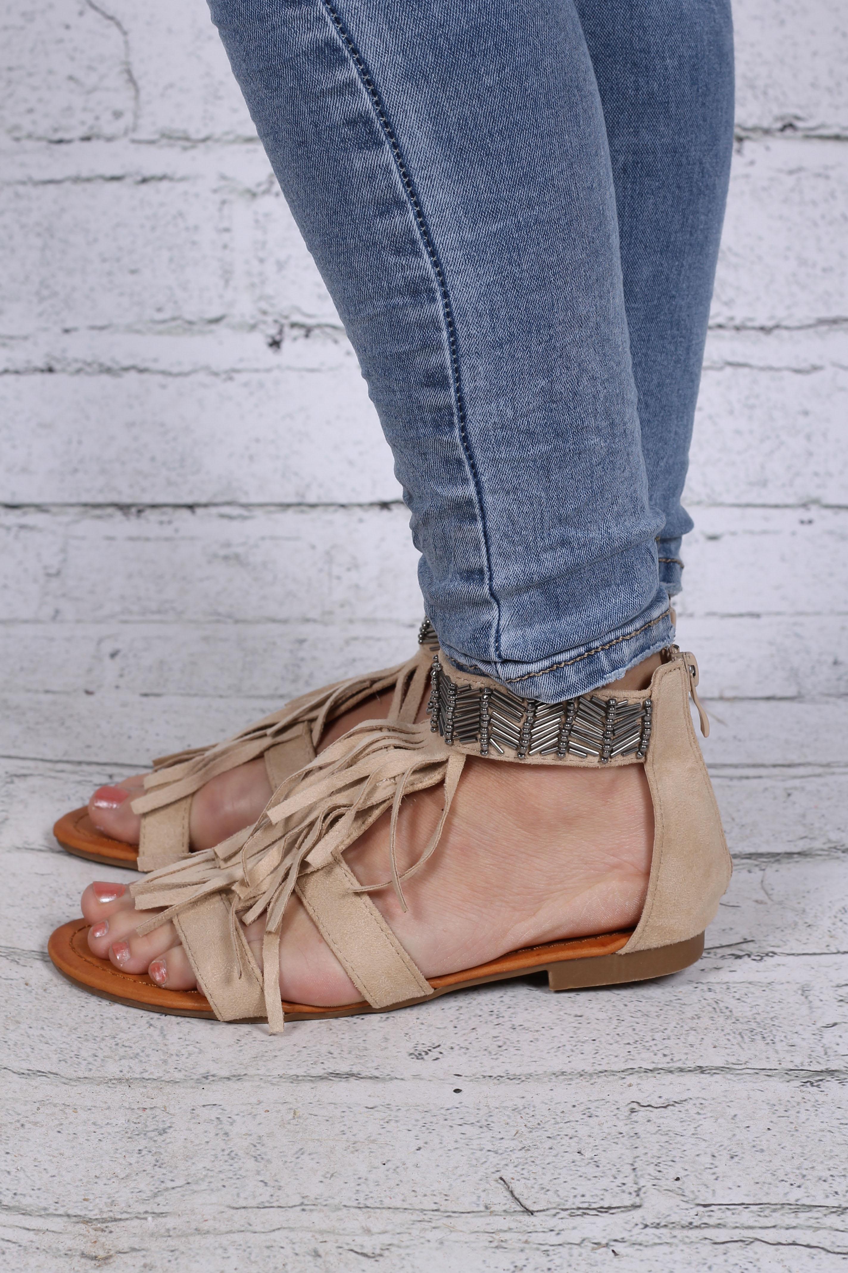 Sandaler med pärlor beige sida