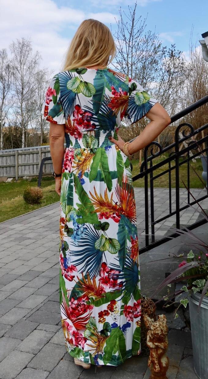 Sheila lang kjole - blader og blomster - Hvit