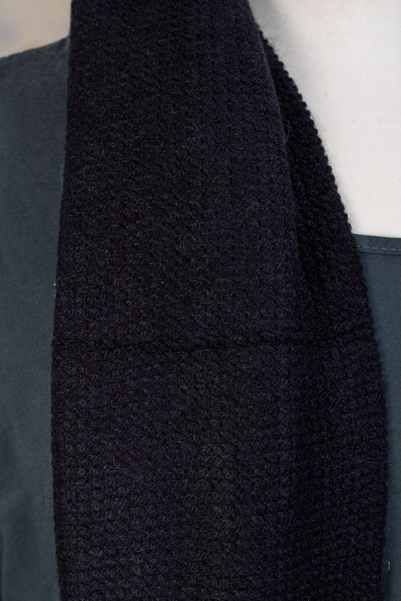 Stickad-Halsduk---Fransar-svart-detalj