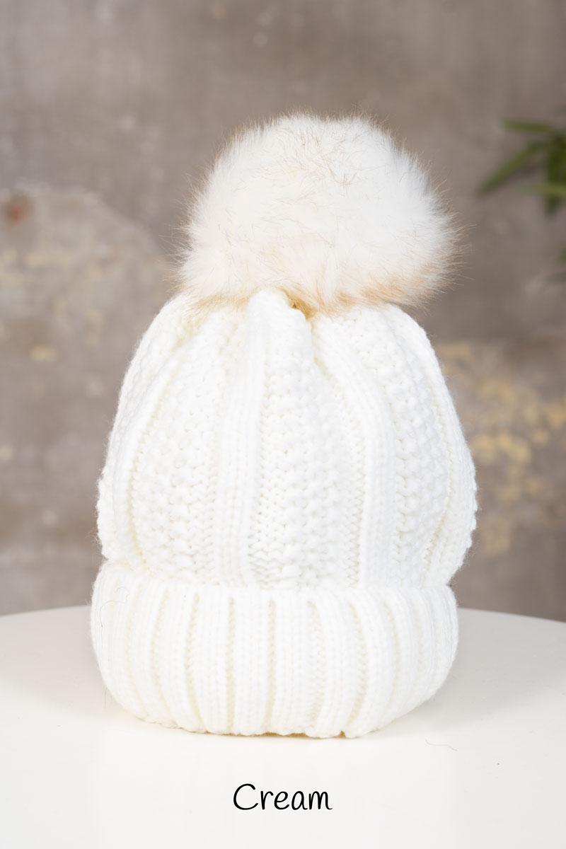 Stickad-Mossa-med-tofs---2218-cream