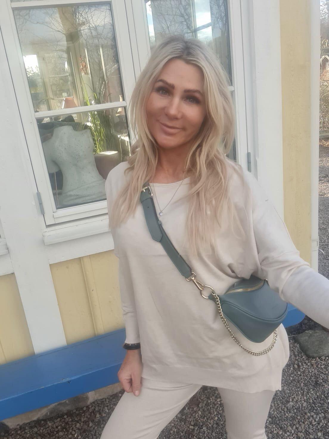 Brittany - Strikket sett - Genser og bukser - Beige