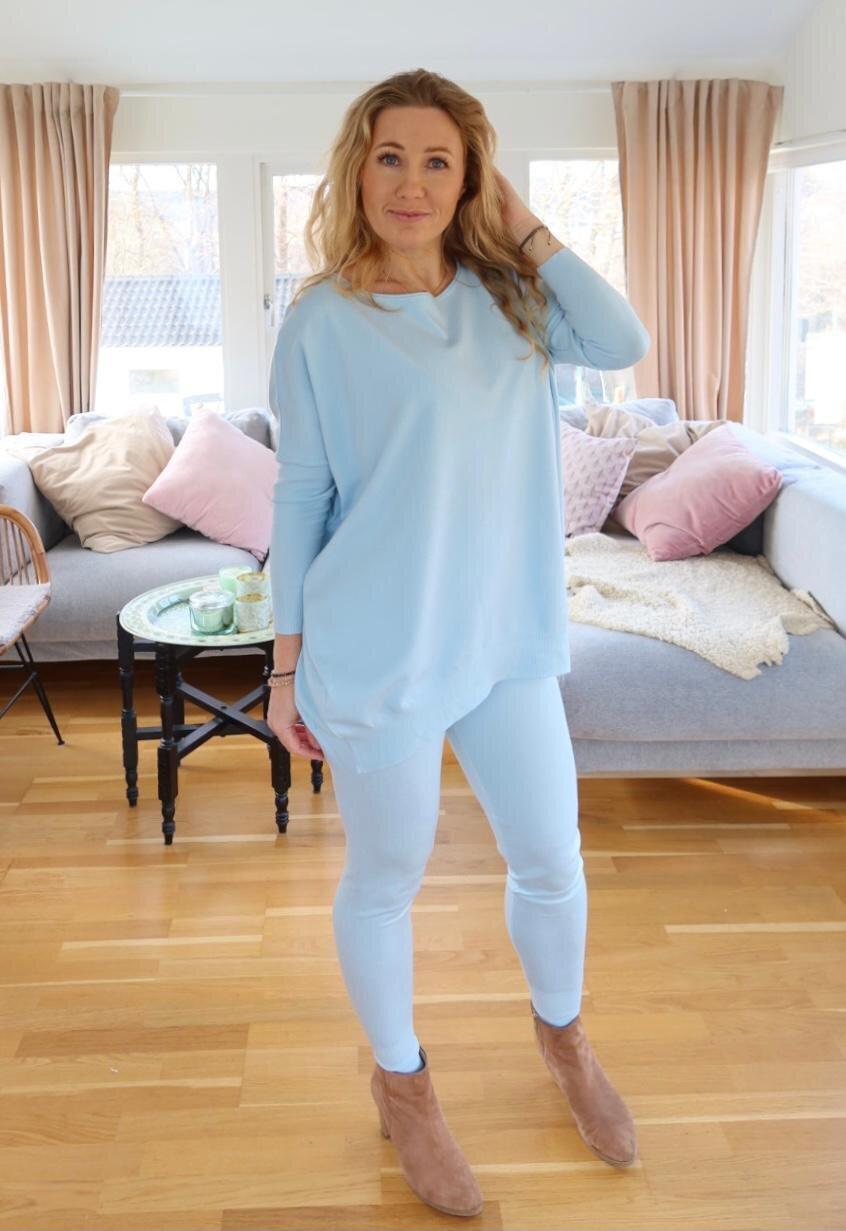 Brittany - Strikket sett - Genser og bukser - Sky blue