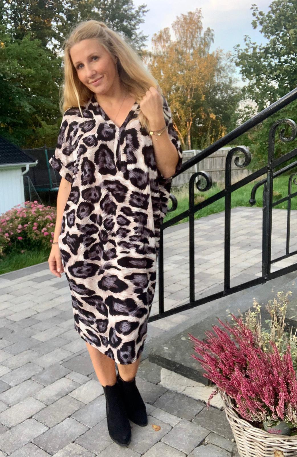 deliah-klanning-leopard-gra-mobil