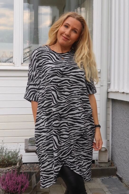 Emma genser - Zebramønstret & Wrap - Grå