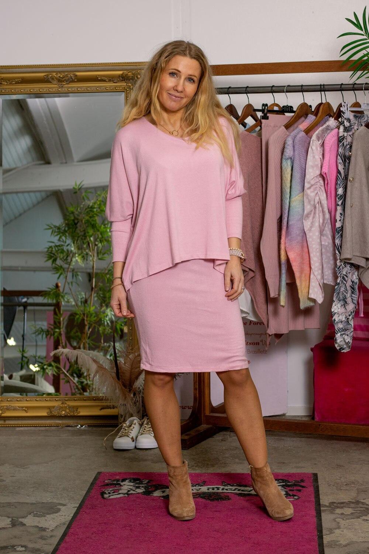 Naomi finstrikket kjole - Rosa