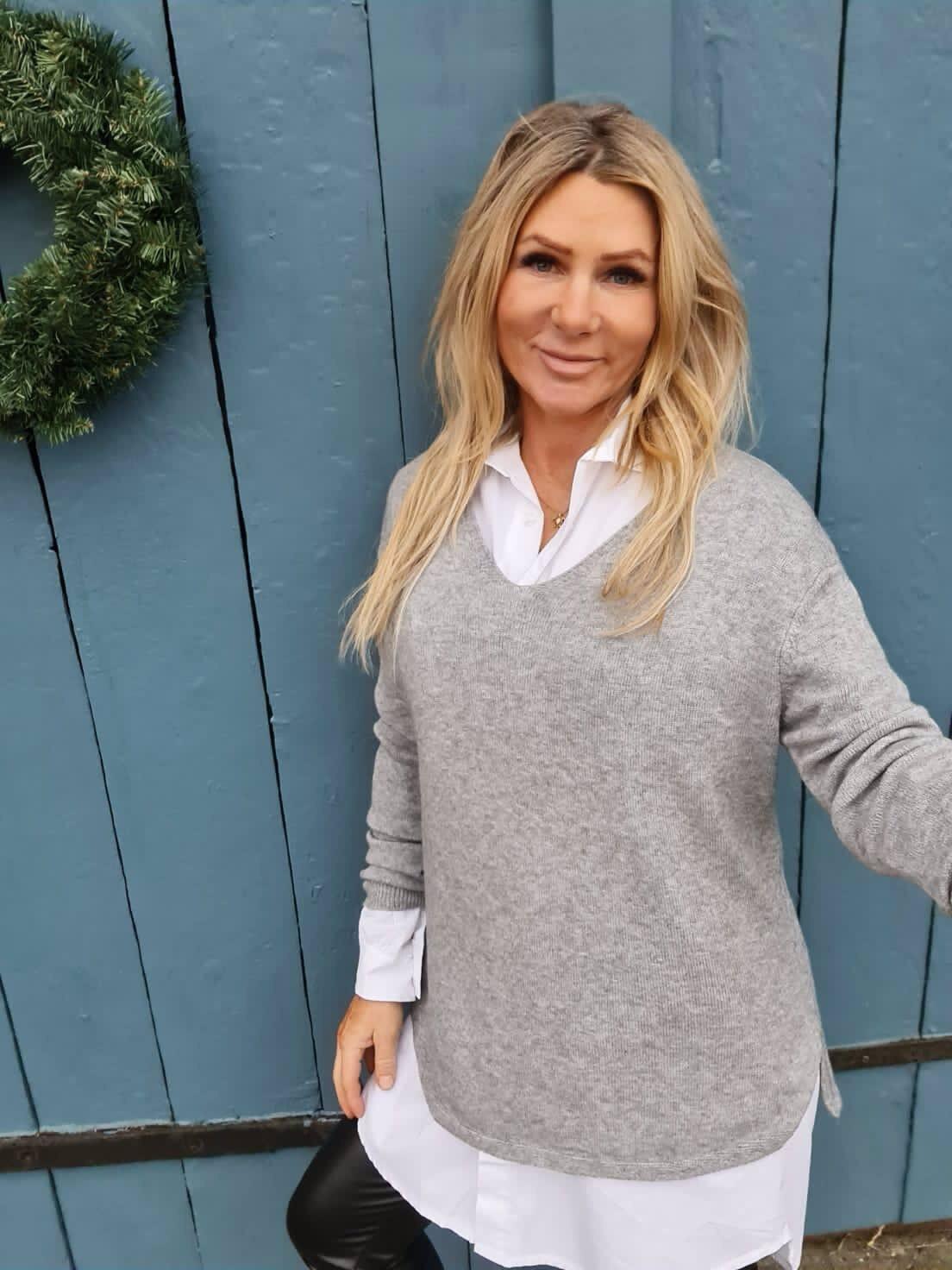 Yvette Finstrikket genser - V-hals - Grå